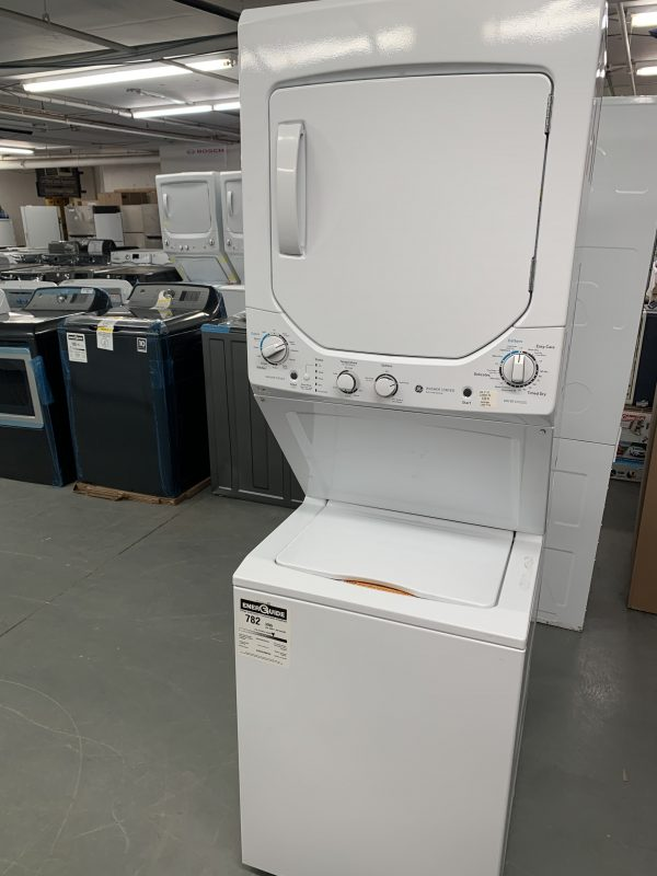 """GE 2.6 Cu. Ft. 24"""" Electric Washer & Dryer Laundry Centre (GUD24ESMMWW) 1"""