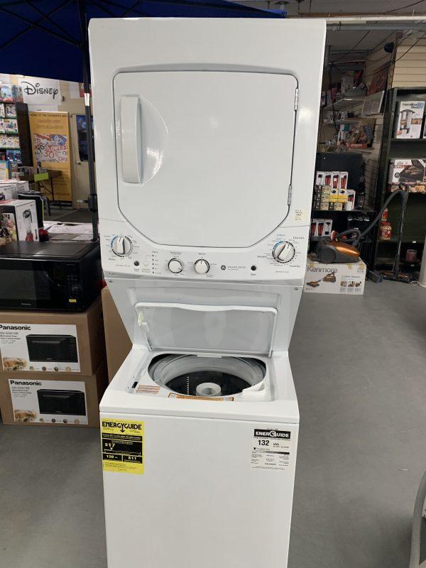 "24"" GE 4.4 Cu. Ft. Gas Washer & Dryer Laundry Centre (GUD24GSSMWW) 1"
