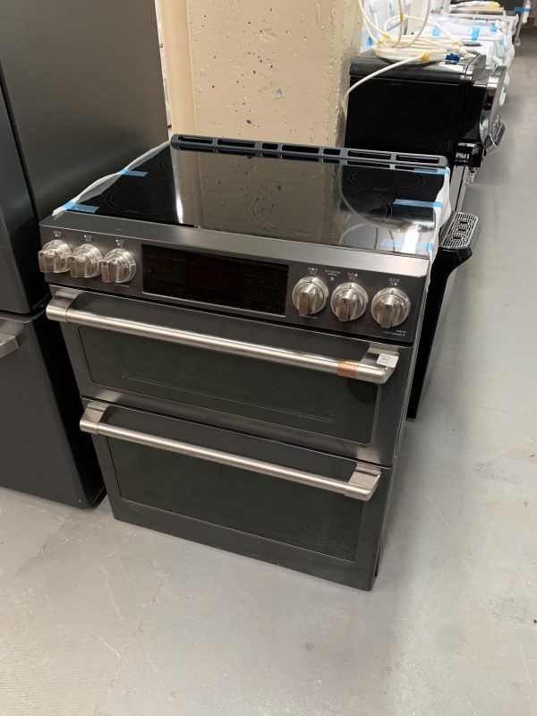 """Café™ 30"""" Slide-In Front Control Induction and Convection Double Oven Range 1"""