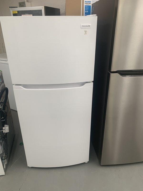 """Frigidaire 28"""" 14 Cu. Ft. Top Freezer Refrigerator 1"""