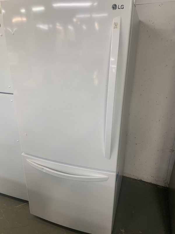 LG 30 in. 22 cu. ft. White Bottom Freezer Refrigerator with Inverter Linear Compressor (Dented Handle, Priced Accordingly) 1