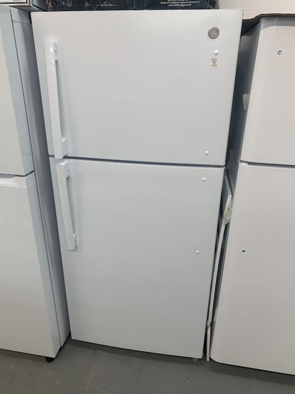 GE Top-Freezer Refrigerator - LED lighting - 18.0-cu ft - White 1
