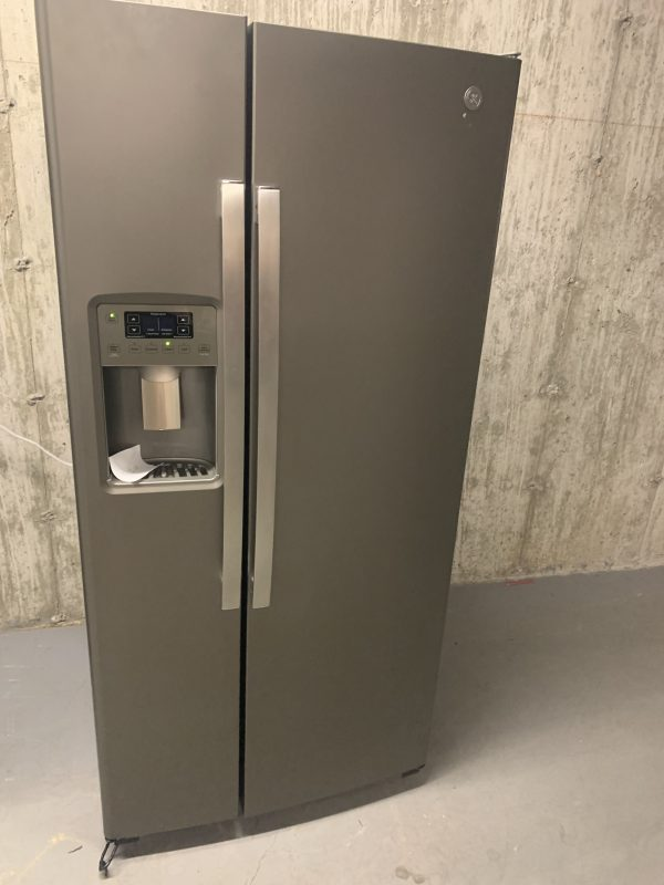 "Floor Model GE side by side 33"" fridge with water & ice 1"