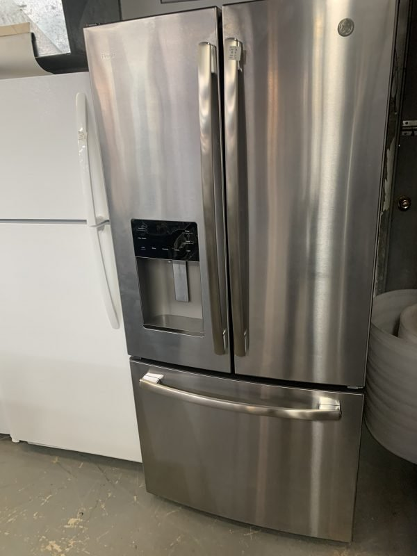 GE 33-inch W 17.5 cu. ft. Counter Depth French Door Refrigerator in Stainless Steel 1